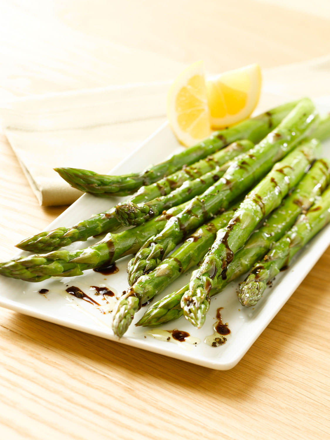 Roasted asparagus with traditional balsamic binegar